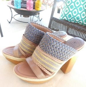 Lucky Brand Mika Plataforms mules/clogs